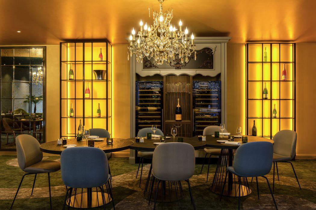 restaurant l 39 alc ve le louis h tel versailles ch teau. Black Bedroom Furniture Sets. Home Design Ideas
